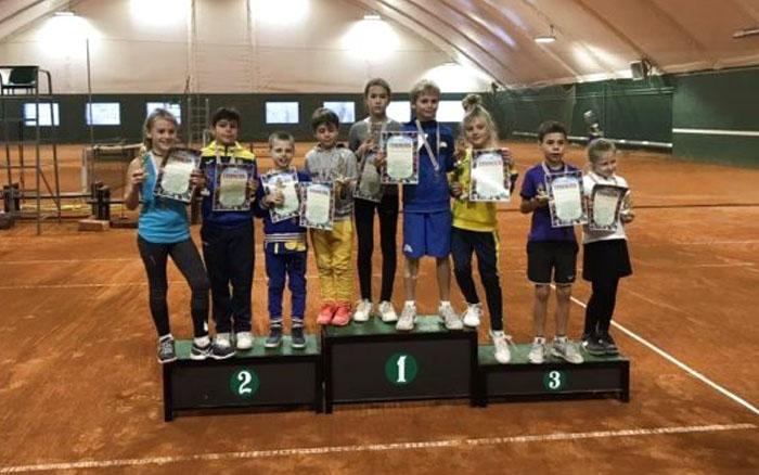 """Пів сотні юних тенісистів змагались на турнірі """"Зимовий Тернопіль"""""""