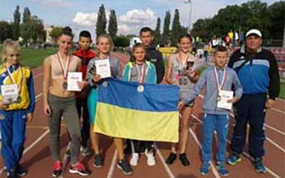 Юні легкоатлети зі Зборівщини привезли нагороди з міжнародних змагань у Польщі
