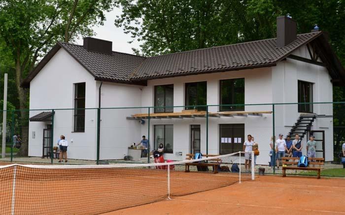 У Тернополі відкрили тенісні корти під відкритим небом