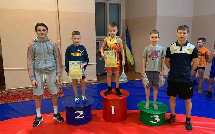 У міському чемпіонаті з греко-римської боротьби у Тернополі змагались наймолодші спортсмени
