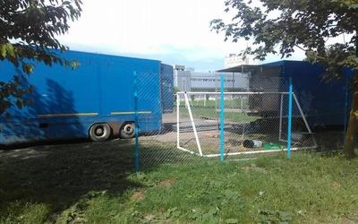 На футбольному полі тернопільської ДЮСШ замість дітей тренуються слони та тигри (ФОТО, ВІДЕО)