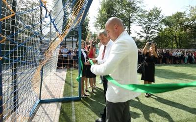 Тернопільська школа №6 отримала універсальний спортивний майданчик (ФОТО)