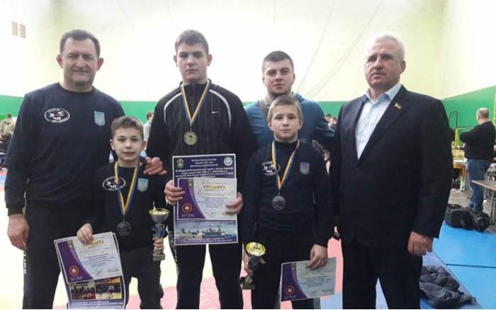 Борці з Тернопільщини привезли нові медалі зі Хмельниччини