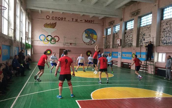 За першість Гусятинського району з волейболу позмагаються чотири команди