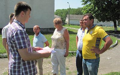 Тарас Юрик відвідав В. Глибочок, де планується встановити спортивний майданчик