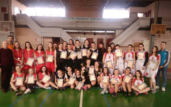 Команда Тернополя в нелегкій боротьбі стала переможцем змагань серед школярів з баскетболу
