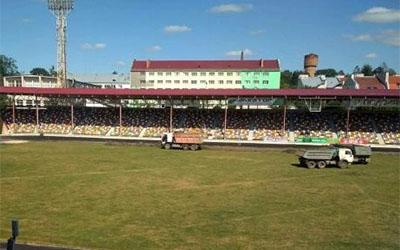 На тернопільському стадіоні з поля зняли покриття(ВІДЕО)
