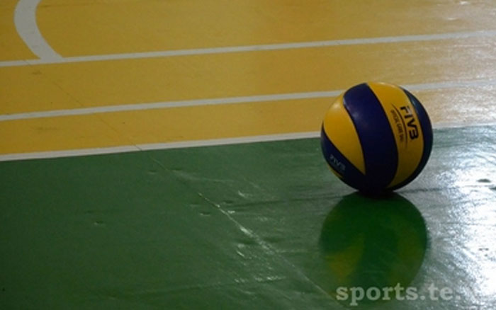 """У тернопільському Палаці Спорту """"Текстильник"""" у волейболі змагались ветерани"""