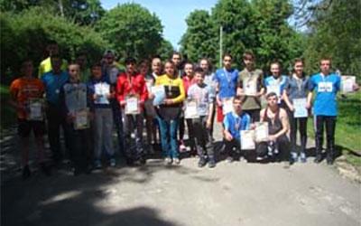 На старт легкоатлетичного кросу вийшло близько 60 представників Тернопільського