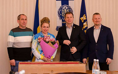 Спортсменці з Тернопільщини подарували будинок