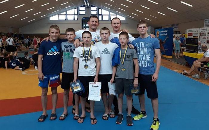 Хлопці з Тернопільщини вправно клали на килим міжнародних борців та завойовували лаври