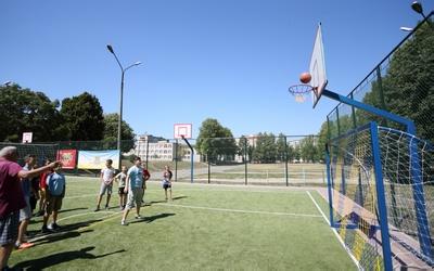Біля тернопільської школи №19 відкрили новий універсальний спортивний майданчик