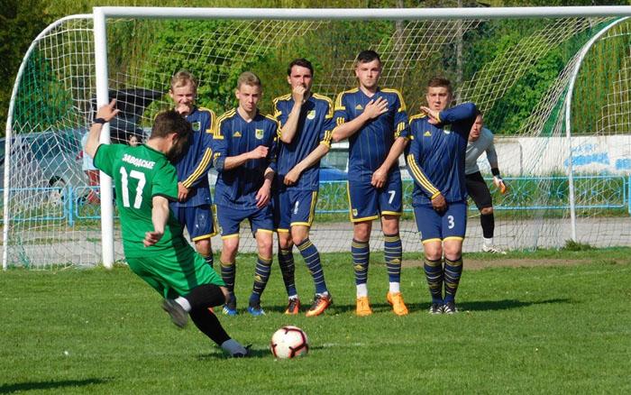 Два голи у першому таймі вирішили долю матчу заводської та копичинецької команд