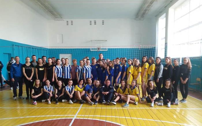 Школярки із Підволочиської ОТГ змагались у волейболі