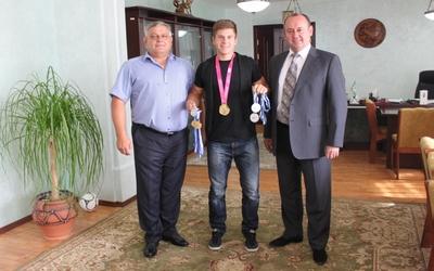 Ректор ТНЕУ привітав олімпійського чемпіона Сергія Тарнавського