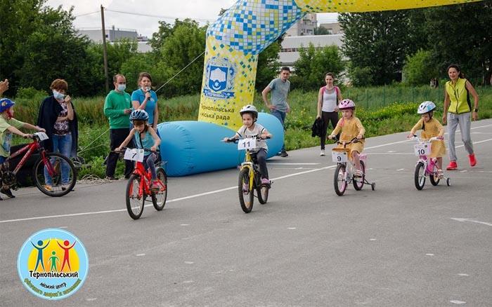 """Змагання з велосипедного спорту серед аматорів """"Круті віражі"""" провели у Тернополі"""