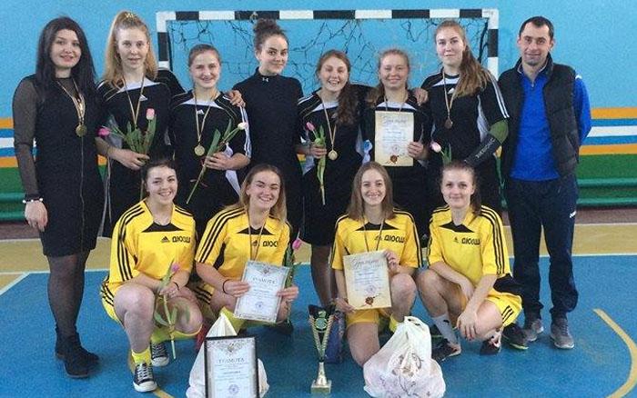 Кременецькі дівчата виграли домашній футзальний турнір