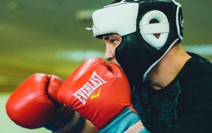 Першим серед найсильніших спортсменів України став боксер з Тернопільщини Віктор Петров
