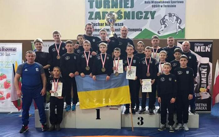 """Борці з Тернопілля зібрали за кордоном рекордний """"урожай"""" медалей"""