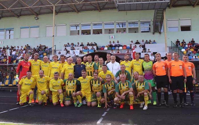 Команда податківців у Тернополі зіграла дружній матч із Національною збірною України серед ветеранів
