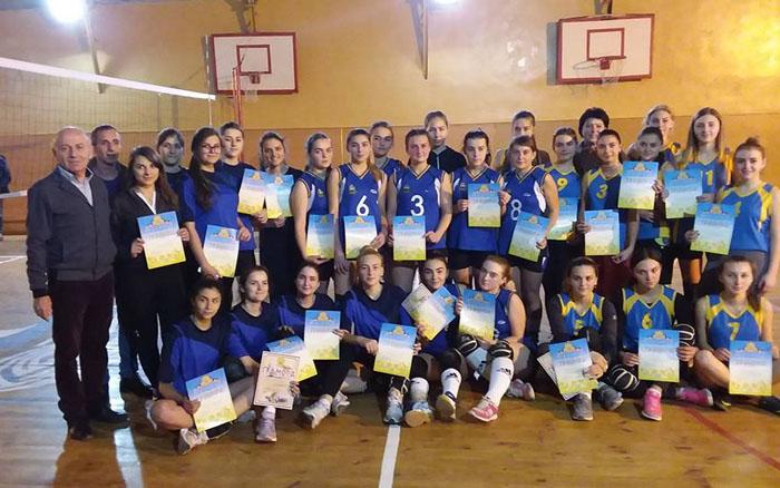 Галицький коледж в запеклій боротьбі здобуває перемогу у змаганнях з волейболу