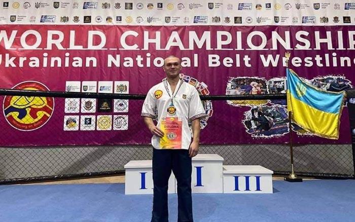 Спортсмен з Тернопілля виборов медаль на чемпіонаті світу з української боротьби на поясах