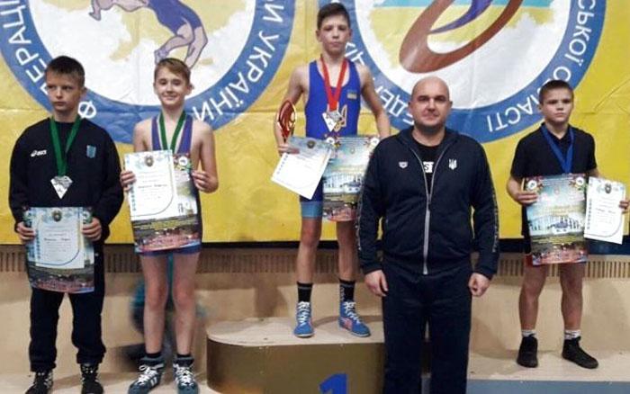 Тернопільські борці греко-римського стилю вибороли вісім медалей на Всеукраїнському турнірі