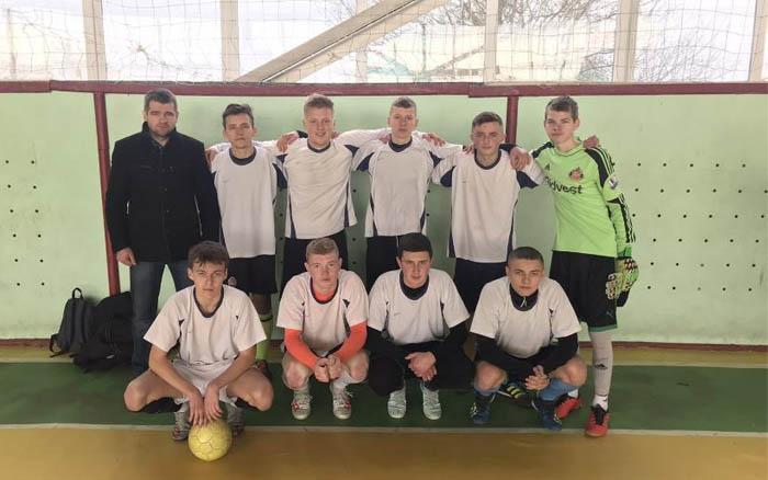 17 команд стартували у чемпіонаті області з футзалу серед юнаків (U-17)