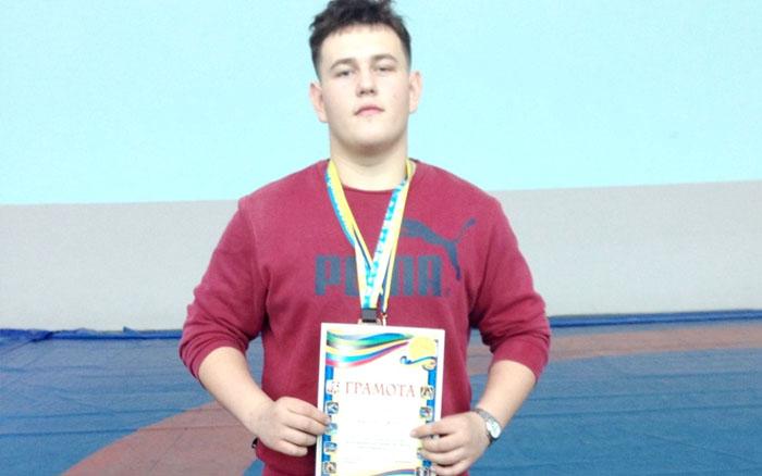 Назар Періг вдало виступив на юнацькому чемпіонаті України з вільної боротьби