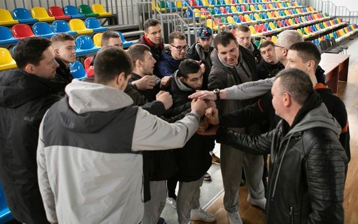 """Гравці і тренери БК """"Тернополя"""" попрощалися із вболівальникам і роз'їжджаються по домівках"""