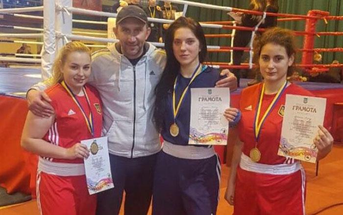 Із трьома першостями тріумфували тернопільські боксерки на сильнішому чемпіонаті